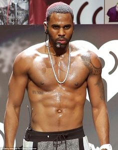 jason derulo shirt off   Miley's little helper! Dwarf helps Cyrus deliver the goods again by ...