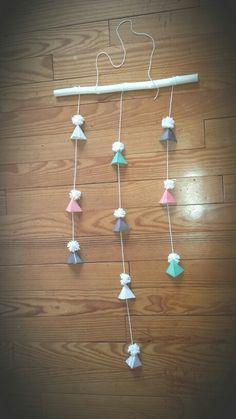 DIY Mobile triangle pompon