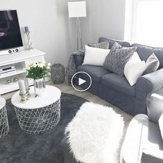 32 Fascinating Small Apartment Living Room Decor Ideas - Just because you have to live in a small place does not mean you can not enjoy being there. By adhering to a few simple rules you can avoid feeling cr. Tan Living Room, Apartment Living Room Design, Small Living Room Decor, Apartment Decor, Minimalist Living Room Decor, Small Apartment Decorating Living Room, Living Room Decor Apartment, Living Room Grey, Room