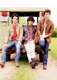 Jonas Brothers luv these guys! Jonas Brothers, 3 Brothers, Camp Rock, Nick Jonas, Hey Man, Old Disney, Disney Shows, The Black Keys, Disney Channel