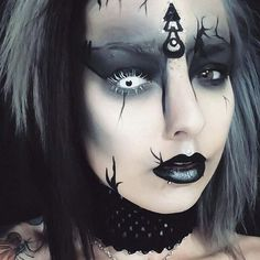 Coming at you with a bit of gothic witch-esque look for your daily dose of halloween looks! How cute is the little 'Rune' drawing too?! ♠