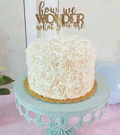 Gender reveal cake Gender Party, Baby Gender Reveal Party, Gender Neutral Baby Shower, Gender Reveal Cakes, Simple Gender Reveal, Reveal Parties, Celebration Cakes, Baby Shower Cakes, Beautiful Cakes