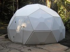 Leith Aitchisons geodesic and… Geodesic Dome Homes, Geodesic Sphere, Ideas Cabaña, Dome Structure, Sweat Lodge, Dome Greenhouse, Dome House, Round House, Prefab