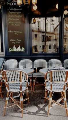 10 Places to Eat in Paris - Every time I visit Paris, I try out new resturants and return to a few classic favourites. There are so many different places to eat throughout the city, my list of recommendations is really never end Restaurants In Paris, Parisian Cafe, Parisian Style, Parisian Kitchen, Cafeteria Paris, French Cafe, French Country, Cafe Interior, Cafe Design