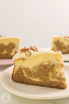 2 favourites in This carrot cake cheesecake is what dreams are made of! Who would've thought it would be so simple to make it? Absolutely love this. Carrot Cake Cheesecake, Carrot Cake Cupcakes, Cupcake Cakes, Fancy Cupcakes, Cheesecake Recipes, Dessert Recipes, Desserts, Pudding Recipes, Dessert Ideas