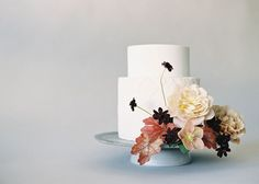 Organic and simple wedding cake inspiration / photo by Jen Huang