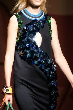 Prada Spring 2014 Diaporama, Paillettes, Printemps Été, Broderie, Haute  Couture, Bijou 9fff18e40351