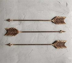 I'm obsessed with these Distressed Metal Arrows! www.gincreekkitchen.com