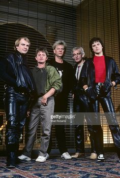 Photo of Alan WHITE and Jon ANDERSON and Tony KAYE and Trevor RABIN and YES and Chris SQUIRE; L-R: Alan White, Jon Anderson, Chris Squire, Tony Kaye, Trevor Rabin - posed, group shot