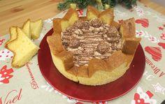 Per fare la vostra torta pandoro avrete bisogno di:  un pandoro, 300ml di panna montata, 300g di mascapone, 10 praline alla nocciola, 4 cucchiai di crema di nocciole. Tagliate il pandoro a fette, una la userete per la base, le altre tagliandole a metà, serviranno per la cornice della vostra torta. Intanto montate la panna e amalgamate insieme alla crema di nocciole, il mascarpone e le praline. Versate una parte nella torta, poneteci un'altra fette di pandoro e coprite con la crema. Decorate…