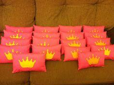 Presentes Que Encantam: Almofadas de princesas para a festa da Bia...Uma p...