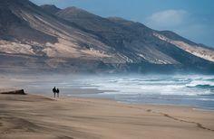 Playa de Cofete, en la península de Jandía( Fuerteventura). Extensión: 12 kilométros. Tenerife, Nebulas, Canario, Canary Islands, Disneyland Paris, Budapest, Beaches, Beautiful Places, Highlights