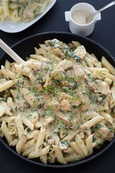 penne with chicken, mozzarella and sun dried tomatoes - Penne with chicken, mozzarella and sun dried tomatoes - No Salt Recipes, Chicken Recipes, Penne, Healthy Cooking, Healthy Recipes, Cast Iron Cooking, Dried Tomatoes, Pasta Salad, Macaroni And Cheese