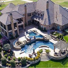 Gorgeous home exterior. Big mansion with back yard pool Hinterhof Ideen Luxus 22 Best Luxury Living Room Ideas - fancydecors Dream Home Design, House Design, Floor Design, My Dream Home, Future House, Dream Mansion, Design Exterior, Luxury Homes Dream Houses, Dream Pools