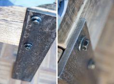 homemade industrieel steigerhouten bed met ijzeren details / Homemade DIY wooden bed with industrial details