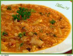 Kapustová polévka jako gulášová: Ve větším hrnci ( já vařila v 6-ti litr. na knedlíky) si rozehřejeme sádlo, přidáme najemno nakrájenou cibuli a restujeme do sklovata. Pak... Czech Recipes, Ethnic Recipes, Soup Recipes, Recipies, Yams, Weight Loss Smoothies, Curry, Food And Drink, Yummy Food
