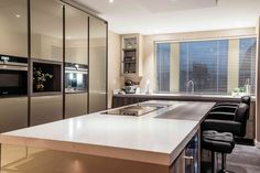 Luxe keuken met keukeneiland van Metal de Ligne | Creative Minds International