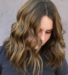 24 Middle Part Hairstyles That Will Flatter Anyone Middle Part Hairstyles, Hairstyles For Round Faces, Latest Hairstyles, Vintage Hairstyles, Balayage Hair Honey, Balayage Lob, 60s Hair, Lob Hairstyle, Middle Parts
