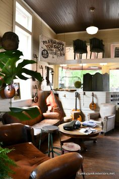 A walk through Franklin, Tennessee - the amazing sights and SHOPPING! You'll love this tour... via Funky Junk Interiors - click the board theme for MORE junk shopping!