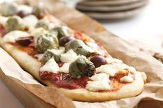Pizza de alcauciles - http://www.cocinatipo.com/recetas/vegetarianas/pizza-de-alcauciles Alcauciles, pizza, queso