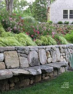 Have a seat.very cool for the retaining wall in your garden or yard Have a seat.very cool for the retaining wall in your garden or yard Dream Garden, Home And Garden, Unique Garden, Jardin Decor, Walled Garden, Terraced Garden, Garden Seating, Outdoor Seating, Extra Seating