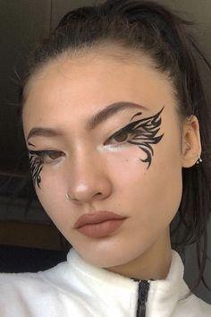 angel wings graphic liner... all credit goes to the og artist Edgy Makeup, Makeup Eye Looks, Eye Makeup Art, Crazy Makeup, Cute Makeup, Pretty Makeup, Skin Makeup, Makeup Inspo, Eyeshadow Makeup