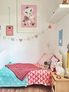 Girl's room in Coral and turquoise | mommo design