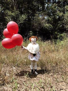 Creative teen Eagan Tilghman channeled his makeup and photography skills to transform his little brother, Louie, into the clown from everyone's nightmares -- Pennywise from 'it'! Terrifyingly awesome!