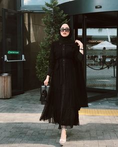 hijab fashion Image may contain: one or more people and people standing Modern Hijab Fashion, Muslim Women Fashion, Street Hijab Fashion, Hijab Fashion Inspiration, Mode Inspiration, Fashion Outfits, Women's Fashion, Fashion Trends, Stylish Hijab