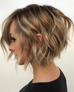 38 Trendy Inverted Short Bob Haircuts Haare Bob Hairstyles back view Stylish Short Haircuts, Short Bob Haircuts, Haircut Bob, Reverse Bob Haircut, Bob Haircut Back View, Graduated Bob Haircuts, Care Haircut, Graduated Bob Medium, Aline Bob Haircuts