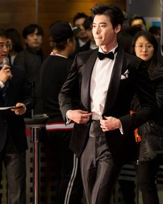 Lee Jong Suk at MBC Drama Awards 2016