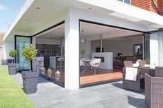 Nicole Franklyn and David Sheppard achieved the perfect layout in their four-bedroom, detached home by adding a single-storey extension and opening up the ground floor - Extension Veranda, House Extension Design, Glass Extension, Rear Extension, Extension Ideas, Open Plan Kitchen Living Room, Open Plan Living, Style At Home, Single Storey Extension