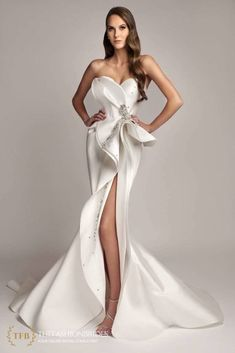 Wedding Gown Guide: Split Wedding Gowns – The FashionBrides Sexy Wedding Dresses, Wedding Gowns, Prom Dresses, Formal Dresses, Mermaid Gown, Runway, Bridal, Beautiful, Fashion