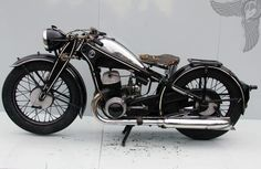 27 Best Vintage Motorcycle for Your Style - vintagetopia Vintage Motorcycles, Harley Davidson Motorcycles, Custom Motorcycles, Cars And Motorcycles, Custom Bobber, Suzuki Van Van, Motorcycle Types, Motorcycle Jackets, Bobber Chopper