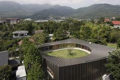 坂茂建築設計 Shigeru Ban Architects Villa at Sengokubara / 仙石原の住宅  http://www.kenchikukenken.co.jp/works/1300244164/620/
