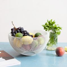 The white nest bowl does make the fruit stand out via minimalhunt- fruit, bowl, simple