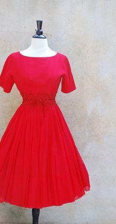 Love, love, love this vintage 50's dress!