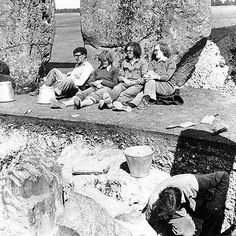 Stonehenge, one of the wonders of the ancient world. These 105 photos supposedly prove it was built about 100 years ago, but do they show this? Stonehenge History, Unexplained Mysteries, Mystery Of History, Modern Times, Historical Pictures, History Facts, Ancient History, Archaeology, Photo And Video