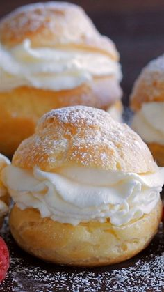 Cream Puffs are a classic French dessert filled with sweet cream and dusted with powdered sugar. Learn how to make easy bakery quality cream puffs. for parties Cream Puffs Recipe Profiteroles Recipe, Cannoli Recipe, Beignet Recipe, Eclairs, Eclair Recipe, Tiramisu Recipe, Tiramisu Cake, Stroopwafel Recipe, Baileys Tiramisu
