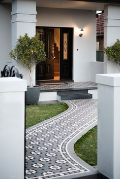 Olde English Tiles' gorgeous tessellated tiled floors can revitalise and transform a tired verandah into a spectacular, welcoming entrance to your home. Victorian Front Garden, Victorian Homes, Terrace House Exterior, Sas Entree, Front Garden Path, Glasgow, Porch Tile, Melbourne House, Brick Facade