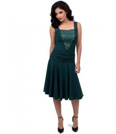 1920s emerald green flapper dress with chiffon skirt and lace bodice panel.  Obsessed with the way this dress falls!