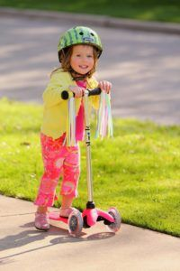 Micro Kickboard Mini Scooter in Pink from Best Outside Scooters Riding Toys for 4 and 5 Year Old Girls - Best Kids Ride on Toys Best Scooter For Kids, Kids Scooter, Kids Ride On Toys, Kids Toys, Micro Kickboard, Micro Scooter, Electric Scooter For Kids, Baby Online, Year Old