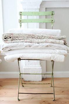 ... dan kunnen de handdoeken natuurlijk ook op zo'n oud stoeltje!