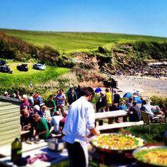 Paella picnic at The Hidden Hut Paella, Cornwall, Dolores Park, Restaurants, Picnic, Heaven, Live, Places, Board