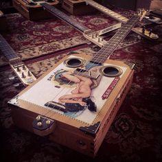Authentique DADDY MOJO trois cigar box guitare à cordes.