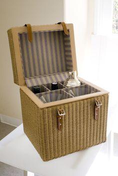 Asprey's  wicker martini picnic basket // en tx puedes comprar una canasta y hacer esto! @Jimena Cesar