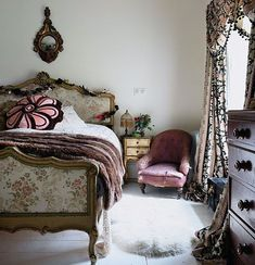Home Tour: Quirky and Romantic English Country - Hello Lovely - Quirky country style bedroom in English country house - English Country Decor, French Country Bedrooms, Country Style, Bedroom Country, Bedroom Vintage, Vintage Bathrooms, Pearl Lowe, Retro Bedrooms, Eclectic Bedrooms