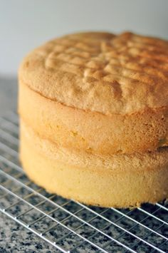 Bizcocho genovés para tartas Cake Cookies, Cupcake Cakes, Cupcakes, Sweet Recipes, Cake Recipes, Yummy Treats, Yummy Food, Gourmet Cakes, Diy Cake