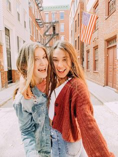 See more of shhelbssz's VSCO. Bff Poses, Cute Poses, Sister Pictures, Cute Pictures, Cute Christmas Outfits, Cute Outfits, Picture Poses, Photo Poses, Best Friend Pictures