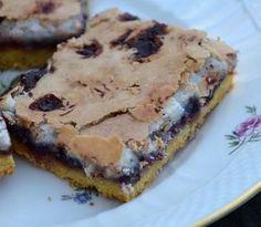 Makronsnitter er en ren vinder Sweets Cake, Cookie Desserts, Cupcake Cakes, Mini Chocolate Cake, Chocolate Desserts, Sweet Recipes, Cake Recipes, Dessert Recipes, Danish Food